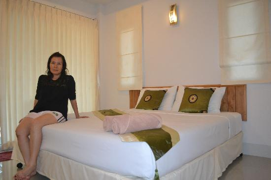 Amity Place: Clean, new and spacious room with all facilities.