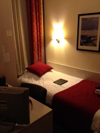 Prinsengracht Hotel: Visione della camera doppia con letti separati: in realtà due camere piccole comunicanti.