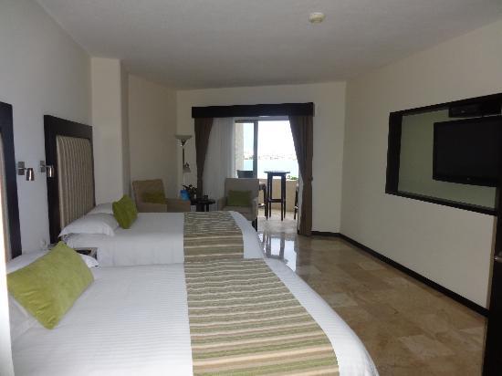 Casa Maya Cancun: our room - flat screen tv