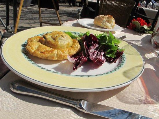 Au Chapeau Rouge : Pithiviers ay fromage de Sainte-Maure et poire tapée