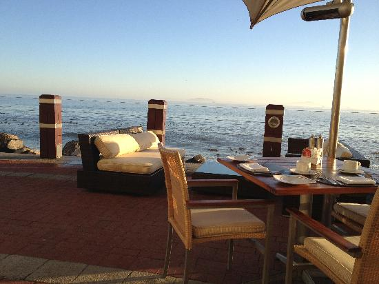 Radisson Blu Hotel Waterfront, Cape Town : Outside Seating Area