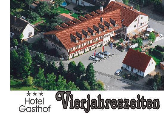 Hotel-Gasthof Vierjahreszeiten: Hotel Luftaufnahme