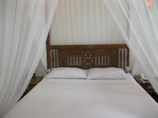 Real Maris Resort: Romantic Bed