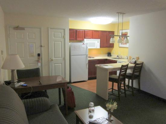 Residence Inn Indianapolis Northwest : Kitchenette