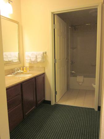 Residence Inn Indianapolis Northwest : Bathroom