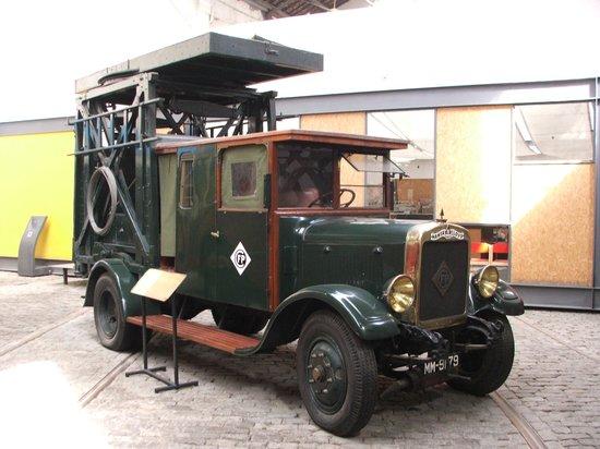 Museu do Carro Eléctrico: Tram overhead line maintence truck (1920s)