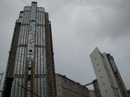 Parque Central: torre este con la grúa
