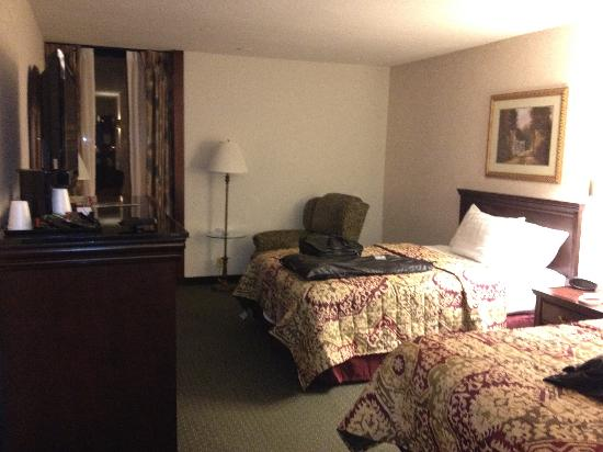 Drury Inn & Suites Houston Near The Galleria: Comfy beds and quiet