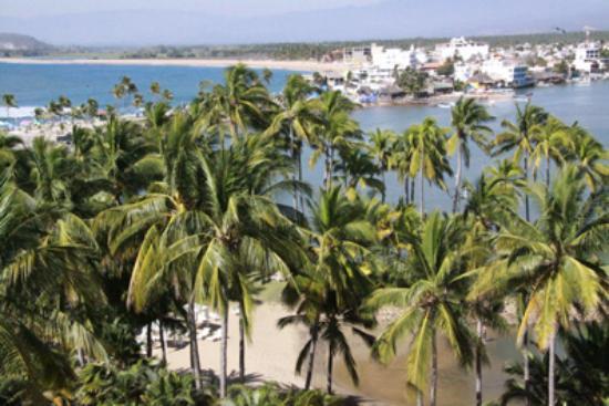 Grand Isla Navidad Resort: lagoon and town of barra
