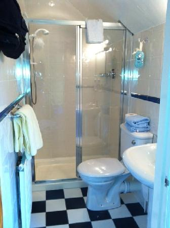 The Coach House: Bathroom to room 3