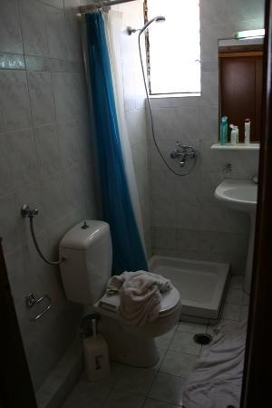 Miramare Hotel: Altra vista dell'ampio bagno