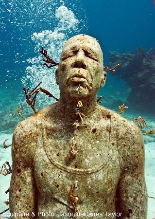 """MUSA (Museo Subacuático de Arte): """"Man on Fire"""" sculpture"""