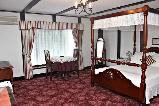 Elizabeth's Manor