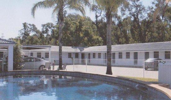 Coach House Motel