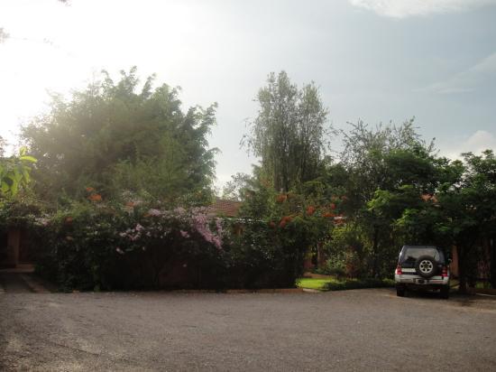Bougain Villa: Parking