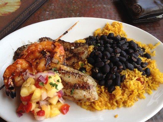 Hemingway's Island Grill: 10 dollar lunch, mahi mahi and Caribbean shrimp with pineapple salsa