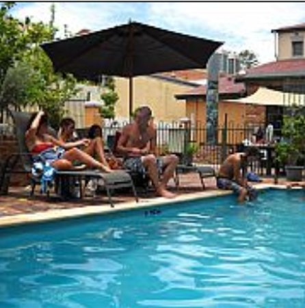 Sundancer Backpackers Resort