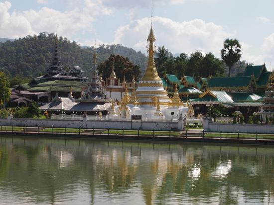 Baiyoke Chalet Hotel: Looking across the Jong Kham lake