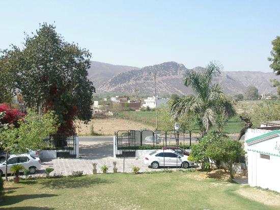 Amrit Resort: VIEW OF ARABALLI HILLS