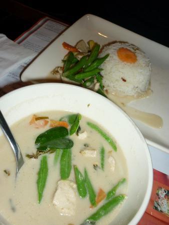 Pum Thai Restaurant: the Little Green Lipstick dinner
