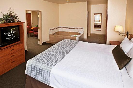 Gold Dust West Carson City: King Two Room Jacuzzi Suite
