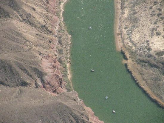 Canyon Tours: Rafts on the river (they are 24 feet long)