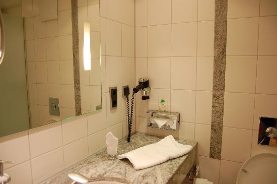 Hotel VierJahreszeiten Iserlohn: Bathroom
