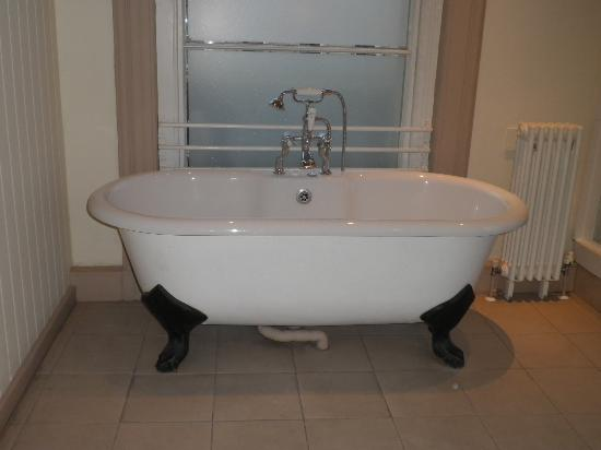 Loch Fyne Milsoms Hotel: Room 2 Bathtub - Beautiful!