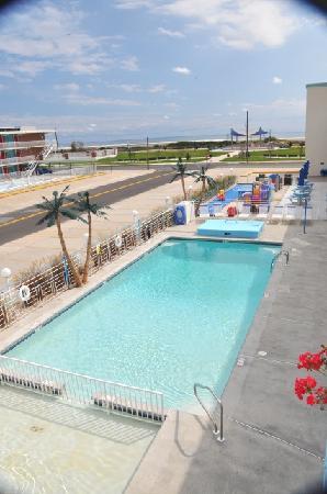 كارا مارا ريزورت: Pool Area