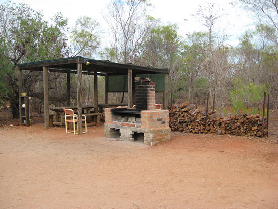 Broome bird observatory foto di broome bird observatory for Outdoor camping kitchen ideas