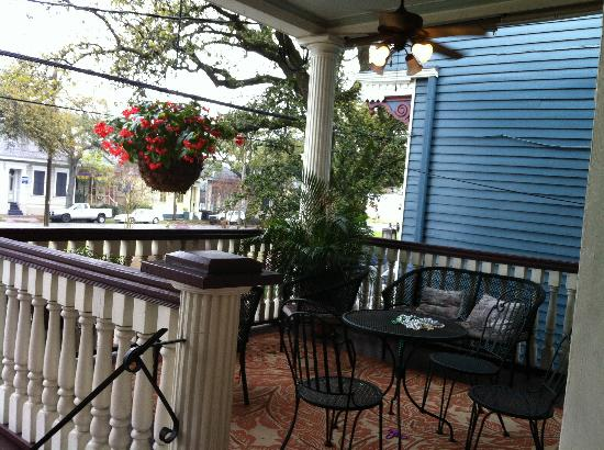 Elysian Fields Inn: Front porch