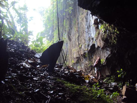 20.-Matadeiro Beach: la oscura gruta