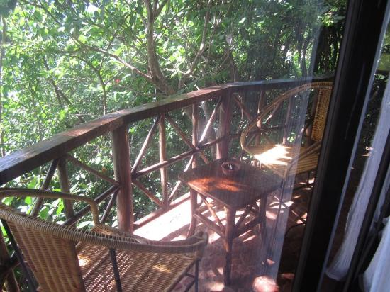 Baling Hai Beach Resort: rock house balcony 2nd floor