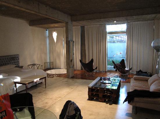 Noa Noa Lofts+Art: room in the main floor