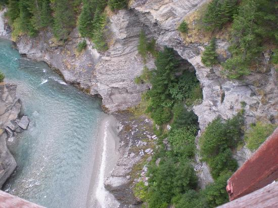 Queenstown Heritage Tours Wine & Culture Tour: Bungy bridge drop to river and beach