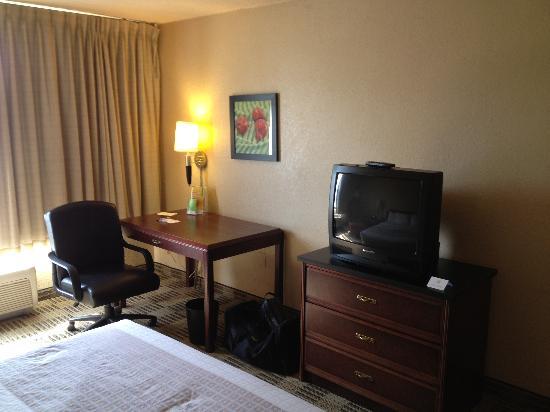 La Quinta Inn & Suites Fairfield: Bedroom Area 2