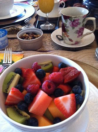 Serenity Ranch Bed and Breakfast: Fresh fruit
