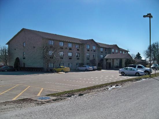 Ramada Limited Catlettsburg/Ashland: Front of hotel