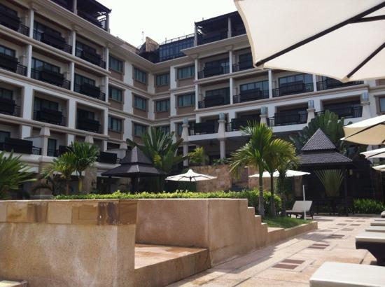 Angkor Miracle Resort & Spa: Pool im Hotel