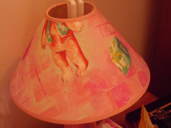 Cumberland Hotel: strange childrens lampshades in double room