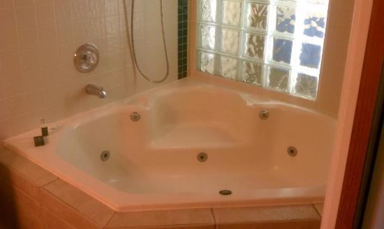 Legacy Vacation Resorts-Lake Buena Vista: Huge Jacuzzi  in the room!