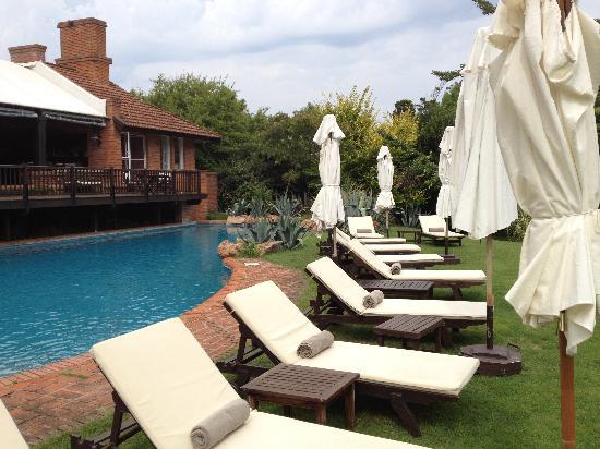 Hotel L'Auberge: poolside