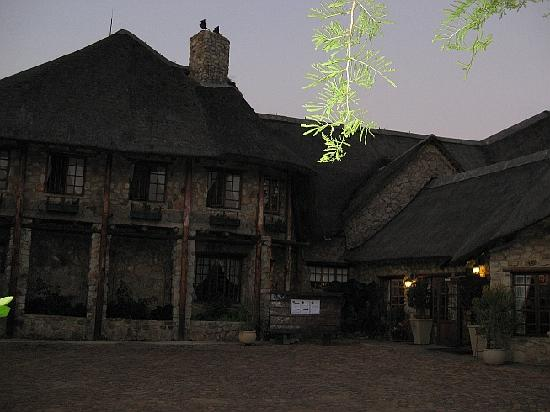 The Farm Inn: Front view of the hotel