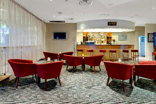 Rydges Bankstown: Bar