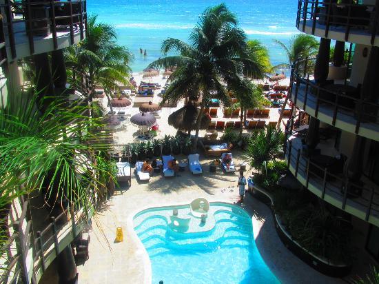 El Taj Oceanfront & Beachside Condos Hotel : Pool Area
