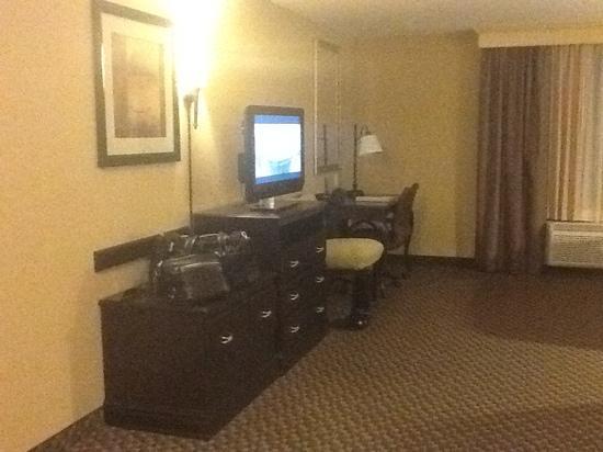 Hampton Inn & Suites by Hilton Edmonton/West : desk and tv