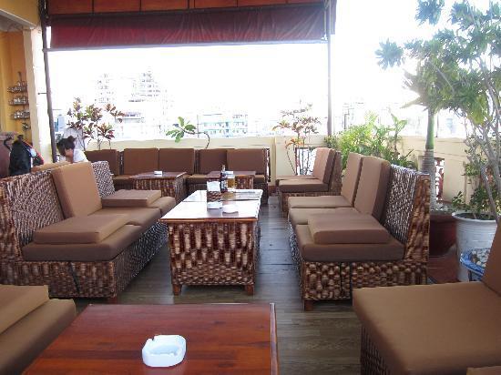 Ha Van Hotel: Roof top bar area