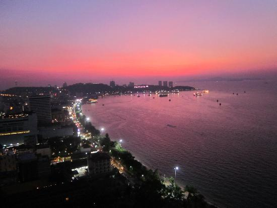 Hilton Pattaya: Views from room of the sunset
