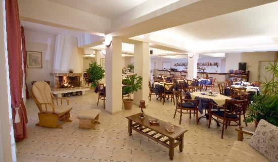 Panorama Hotel: bar - fireplace corner