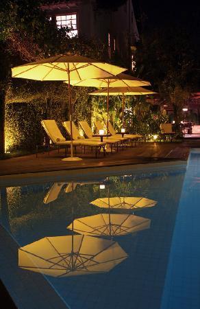 Pousada do Ouro: Poolside at night